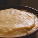 Tarte Tropézienne – Verser dans un plat pour refroidir rapidement la crème. (Photo : Elodie Davis).