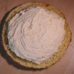 Tarte Tropézienne – Il est important de recouvrir d'une généreuse couche de crème. (Photo : Elodie Davis).