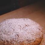 Tarte Tropézienne – Saupoudrer de sucre glace et servir très froide. (Photo : Elodie Davis).