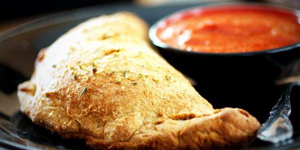 Calzone maison à l'italienne - Le calzone est une délicieuse alternative à la traditionnelle pizza.