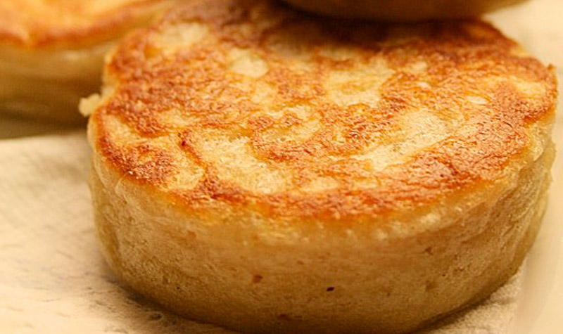 Crumpets - D'origine anglaise, le crumpet se sert au petit déjeuner.