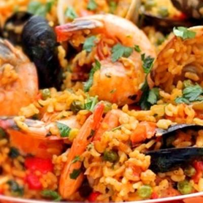 Paëlla valencienne - La paella est sans doute le plat le plus célèbre de la cuisine catalane.