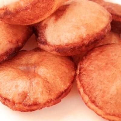 Pommes soufflées - Des pommes de terre soufflées en forme de coussins.