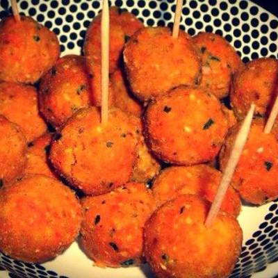 Bonbons piment de la Réunion - parfumées et pimentées, ces bouchées croustillantes sont très populaires à La Réunion d'où ils sont originaires.