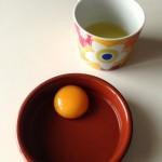 Gnocchis de pommes de terre - Clarifier un œuf consiste à séparer le blanc du jaune.
