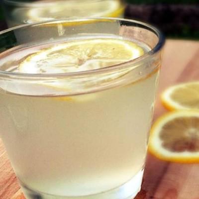Limonade maison - Par cette chaleur, rien de mieux qu'une bonne limonade faite maison pour se rafraîchir l'été. Un véritable régale, meilleur que celle trouvée en grande surface.