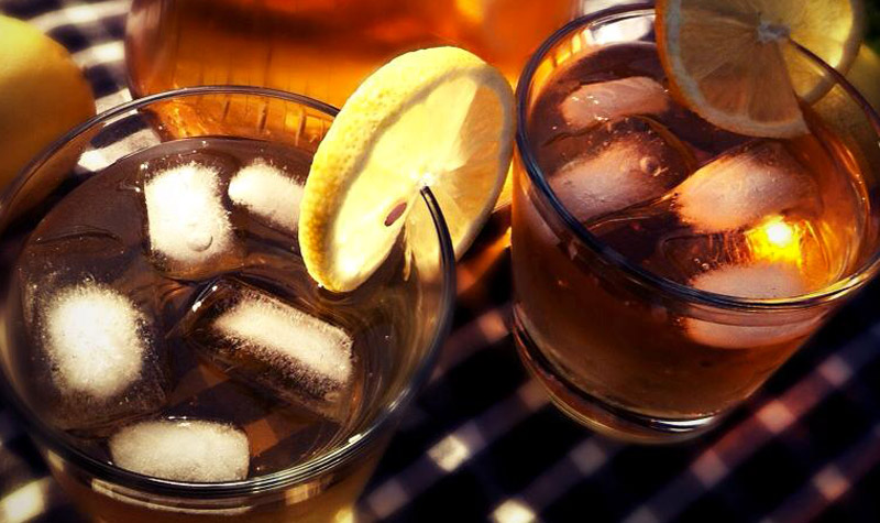Thé glacé au citron - Le the glacé est une boisson particulièrement rafraîchissante en été.