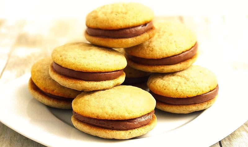 Whoopies au beurre de cacahuètes - Les whoopies font fureur aux Etats-Unis ! Ils ressemblent beaucoup aux macarons et sont aussi bons mais plus simples à réaliser !
