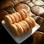 Macarons au chocolat blanc - Le macaron est un grand classique la pâtisserie. Je vous propose de les préparer vous-même, afin d'épater vos amis lors d'un café ou en dessert.