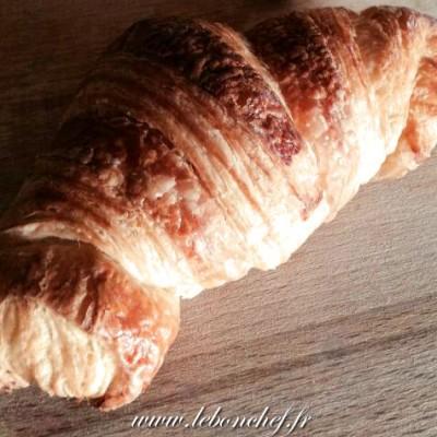 Croissants au beurre maison - Quoi de meilleur au petit-déjeuner qu'un croissant fait maison tout juste sorti du four ?