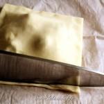 Petits feuilletés au Roquefort - N'hésitez pas à couper les bords pour les rendre réguliers.