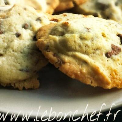 Cookies au chocolat au lait - Leur particularité est d'avoir un cœur moelleux et un pourtour plus croustillant.