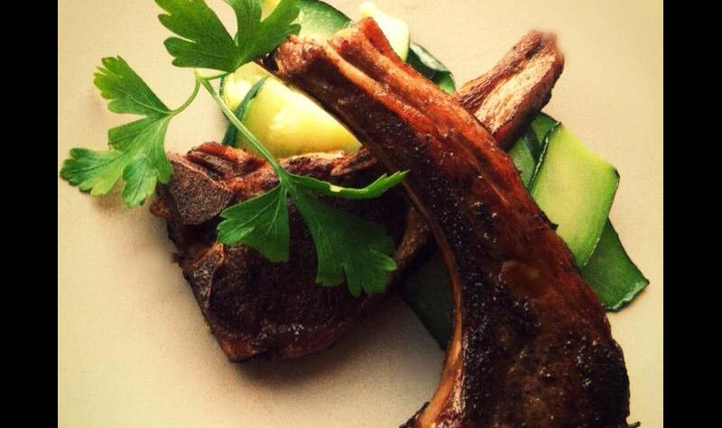 Côtes d'agneau sur lit de courgettes - Ces côtes d'agneau sublimeront votre repas et combler les palais les plus exigeants.