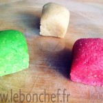 Fruits déguisés - Pâtisserie de Noël : Pâte d'amande colorée pour réaliser les fruits déguisés.