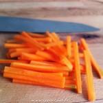 kimpira de carottes - Fins bâtonnets réalisé à l'aide d'un couteau de chef.