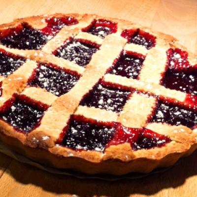 Tarte à la confiture de cerises – Cette délicieuse recette de tarte familiale séduira tous vos invités. Une tarte que vous pouvez réaliser avec n'importe quelle autre confiture.