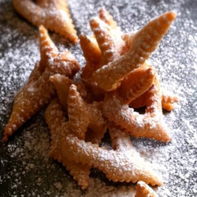 Beignets de Carnaval - Servir les beignets sur un plat de présentation et déguster bien chaud.