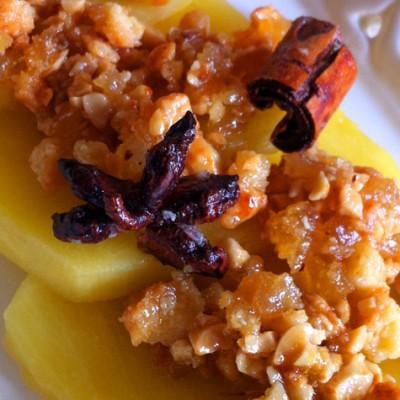 Carpaccio d'ananas et croquant de fruits secs : dessert idéal pour une fin de repas sous le signe de l'exotisme !