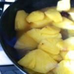 Carpaccio d'ananas et croquant de fruits secs - Ananas flambé au rhum vieux.