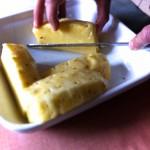 Carpaccio d'ananas et croquant de fruits secs - Retirer le cœur au centre de chaque tranche.