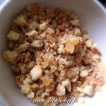 Carpaccio d'ananas et croquant de fruits secs - mélange de fruits secs et de sablés.
