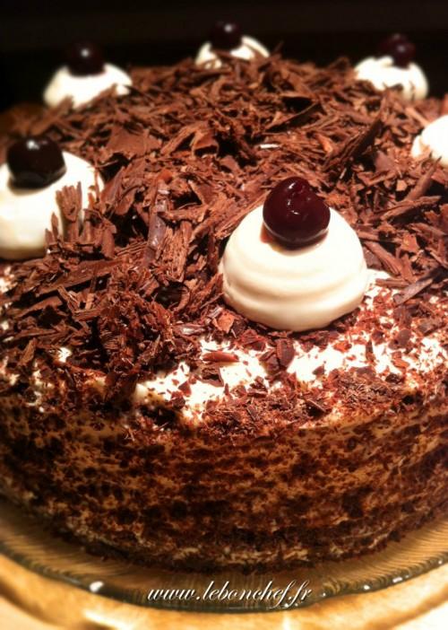 Forêt noire , Un gâteau moelleux qui ravira tout amoureux du chocolat et de  chantilly.