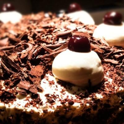 Forêt noire - Malgré les apparences, ce gâteau est très facile à réaliser, un vrai jeu d'enfant !