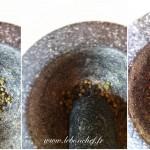 Magret séché maison - A l'aide d'un mortier et d'un pilon, broyez les poivres.
