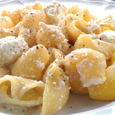 Pâtes à la ricotta de brebis - D'une grande simplicité oui... Mais tellement bon! Une ancienne recette italienne avec une ricotta artisanale, un délice !