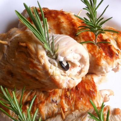Roulés de dinde aux herbes et aubergine - Une recette qui ne manque pas de saveur.