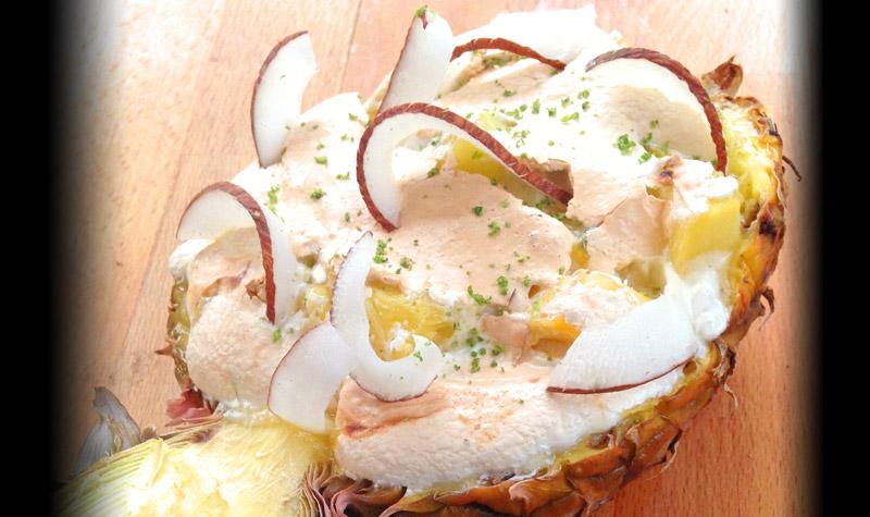 Ananas meringué et ses fruits exotiques - Une recette facile et légère, rapide à réaliser.