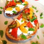Crostini aux poivrons et chèvre frais - Une recette simple mais toujours efficace!