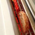 Crostini aux poivrons et chèvre frais - Le toaster permet de griller rapidement les tranches de pain.