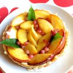 Tarte aux nectarines et perles de groseilles blanches - Originale et gourmande, cette tarte changera de la traditionnelle tarte à la pêche.