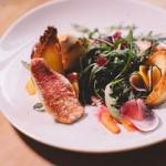 Salade de rougets - Une salade fraiche et chic pour un diner d'amoureux. (Photo : Elodie Davis).