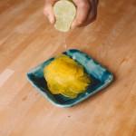 Salade de rougets - Laisser macérer afin de les attendrir. (Photo : Elodie Davis).