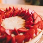 Tarte aux fraises – Dressage de la tarte. (Photo : Elodie Davis).