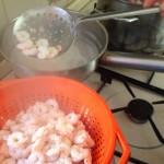 Salade de la mer à l'italienne - Cuire jusqu'à ce que les crevettes deviennent fermes.