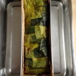 Terrine de saumon, noisettes et poireaux - À la sortie du four, ôter le couvercle en papier aluminium.