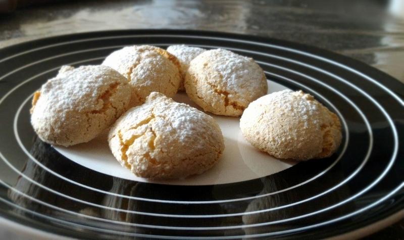 Amaretti (recette italienne) - De délicieux petits biscuits italiens, légers et parfaits pour l'heure du café.