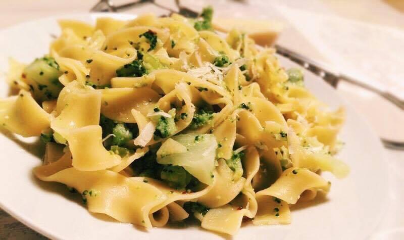 Pâtes aux brocolis et au pecorino - Une recette simple à préparer qui apporte le soleil d'Italie pour le dîner.