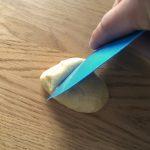 Taralli siciliani - Couper la boule de pâte en morceaux de 30 grammes.