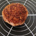 French Burger - Réserver la viande au chaud sous une feuille de papier aluminium.