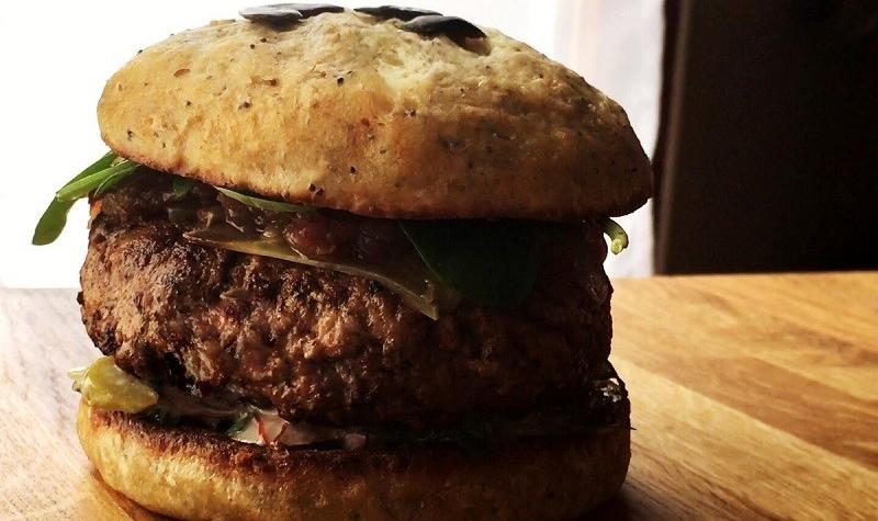 French Burger - Rien de tel qu'un burger bon pour la santé et riche en goût pour se réconcilier avec ce grand classique de la cuisine américaine.