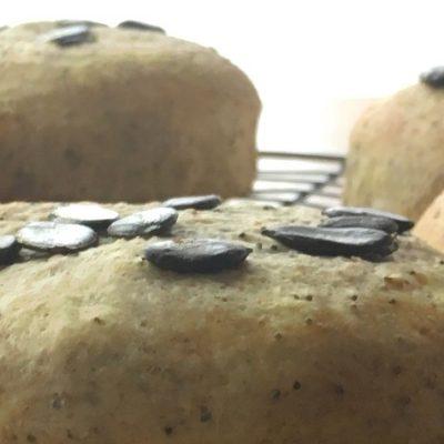 Bun aux graines de courge - Ce pain moelleux et bon pour la santé est la recette parfaite pour vos soirées burger !