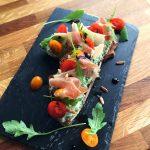 Bruschetta aux saveurs italiennes - Créativité, gourmandise et rapide à faire sont les trois mots d'ordre de cette recette inoubliable.