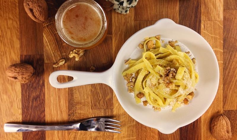 Tagliatelles au roquefort, noix et miel - Un plat express qui ne manque pas d'originalité ni de saveur !