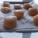 Pintade fermière aux St-Jacques - Réserver les noix de Saint-Jacques sur du papier absorbant.