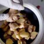 Jus de gingembre - Couper le gingembre préalablement lavé en petits morceaux.