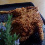 Poulet en crapaudine au citron et au chorizo - Sortir le poulet du four et déguster sans attendre.
